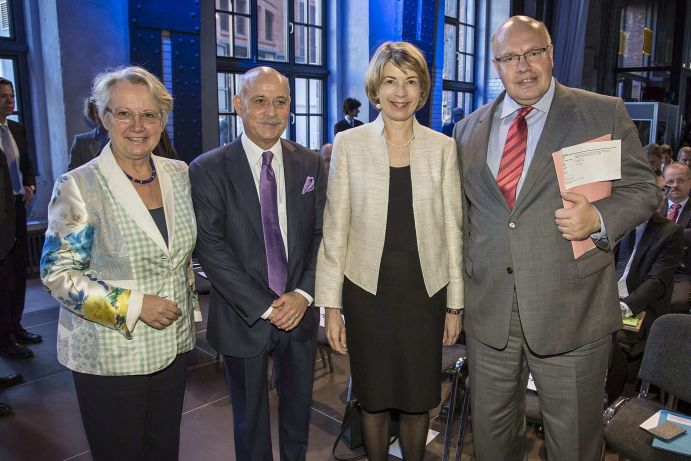 Bundesforschungsministerin Annette Schavan, CDU, Jeremy Rifkin, The Foundation on Economic Trends (USA), Barbara Kux, Mitglied des Vorstands der Siemens AG, Bundesumweltminister Peter Altmaier, CDU (v.l.)