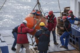 Recovery of a mooring in the Labrador Sea during the Expedition MSM40.