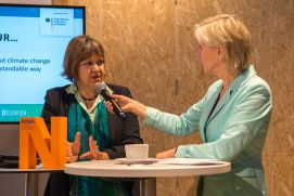 "Vera Stercken (BMBF) im Gespräch mit der Moderatorin Conny Czymoch bei der German Science Hour zum Thema ""The fate of greenhouse gases: the knowns and unknowns"" auf dem Deutschen Pavillon (COP 23, Bonn)"