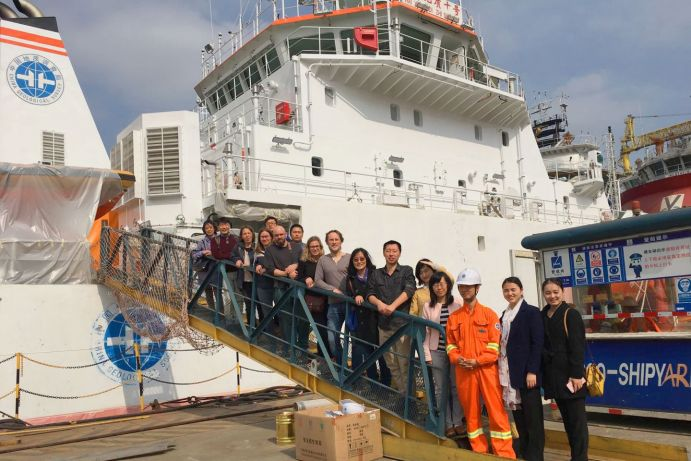German-Chinese kick-off meeting in Guangzhou on the research vessel HAIYANG 10: Joanna Waniek (3. f. l.) is the head coordinator of the research regarding the fingerprint of megacities in the sea.