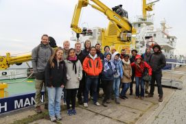 Participants of the Coastal Summer School in front of RV ELISABETH MANN BORGESE
