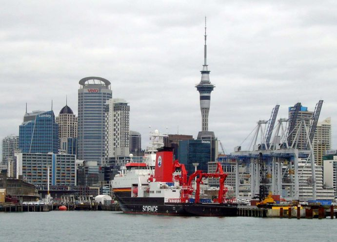 "The research vessel ""SONNE"" in front of the skyline of Auckland"