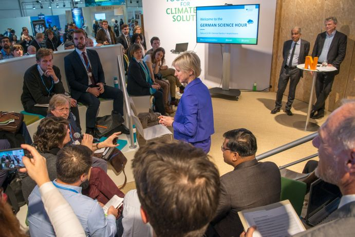 "Fragen aus dem Plenum an Prof. Mojib Latif (GEOMAR) und Dr. Elmar Kriegler (PIK) bei der German Science Hour zu ""Climate of the past - climate of the future"" auf dem Deutschen Pavillon (COP 23, Bonn)"