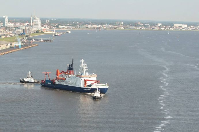 The research vessel POLARSTERN of the Alfred Wegener Institute is leaving its home port Bremerhaven.